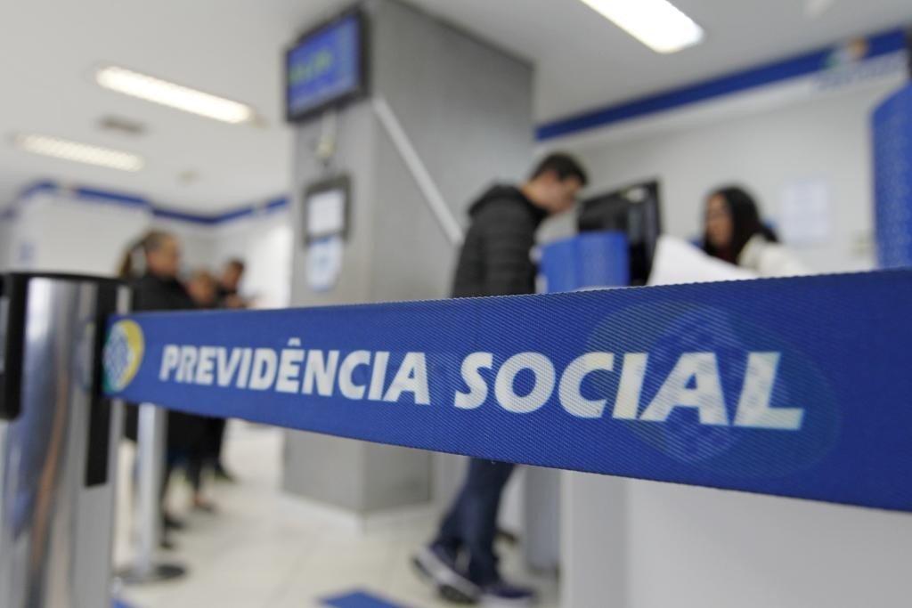 Especialista critica a medida do INSS e ressalta que órgão deveria melhorar cruzamento de dados para evitar fraudes